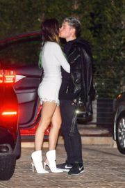 Bella Thorne flashes her legs with Benjamin Mascolo after a dinner date night out at Nobu in Malibu 2019/11/27 5