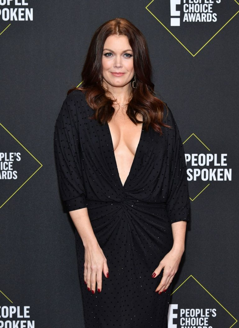 Bellamy Young arrives at E! People's Choice Awards 2019 in Los Angeles 2019/11/10 1