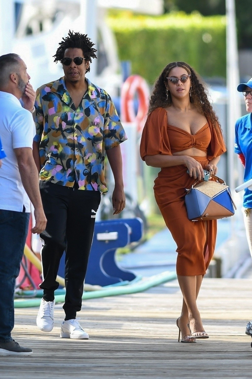 Beyonce and Jay-Z at a local marina in Fort Lauderdale, Florida 2019/11/17 4
