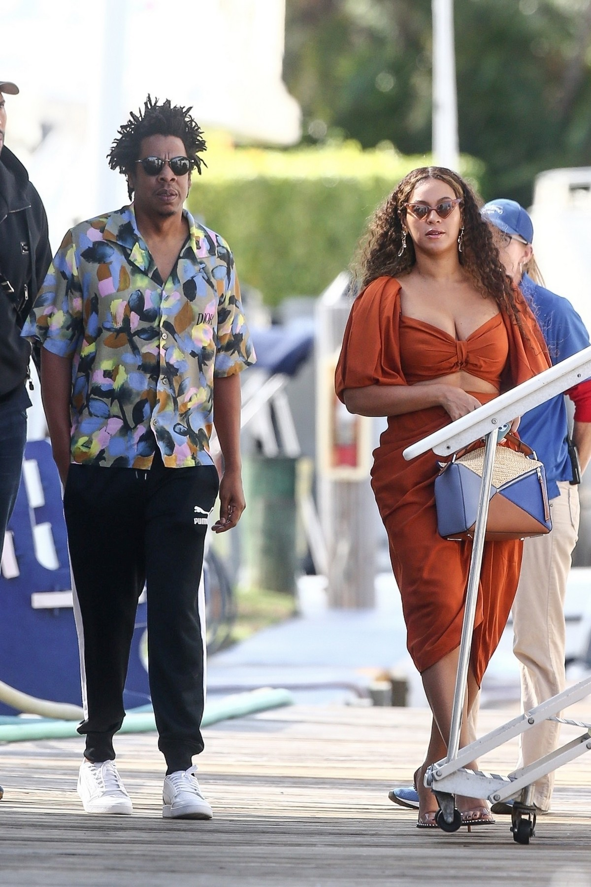 Beyonce and Jay-Z at a local marina in Fort Lauderdale, Florida 2019/11/17 6