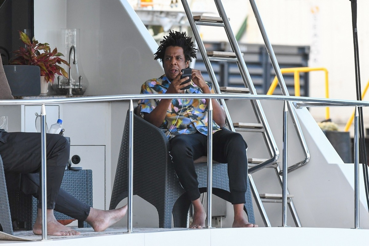 Beyonce and Jay-Z at a local marina in Fort Lauderdale, Florida 2019/11/17 23