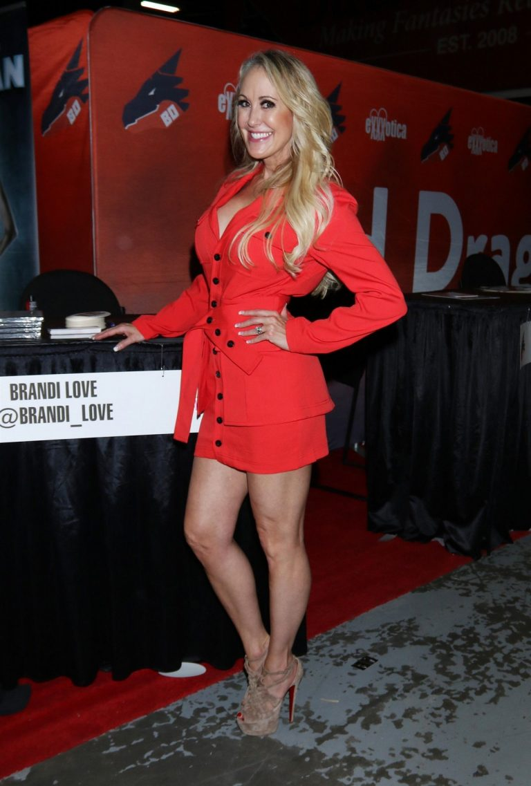 Brandi Love attends Exxxotica Expo 2019 at the Edison Hotel in New Jersey 2019/10/25 2