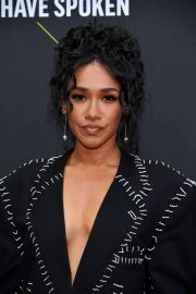 Candice Patton attends 45th Annual People's Choice Awards in Los Angeles 2019/11/10 1