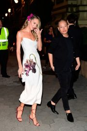 Candice Swanepoel and Jason Wu seen night out Cipriani in New York City 2019/11/04 3