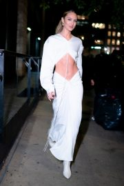 Candice Swanepoel show her abs in stylish dress Out in Tribeca, New York City 2019/11/06 2