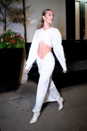 Candice Swanepoel show her abs in stylish dress Out in Tribeca, New York City 2019/11/06 4