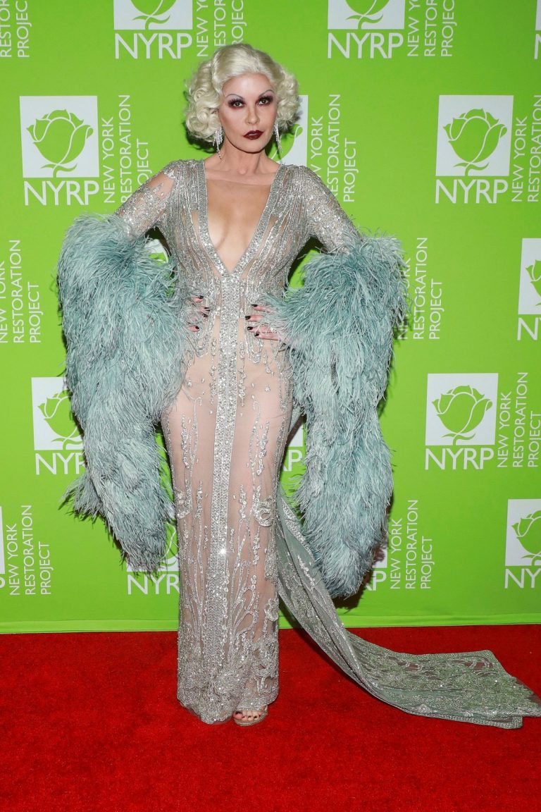 Catherine Zeta-Jones arrives Bette Midler's Annual Hulaween Benefit 2019 in New York 2019/10/31 8