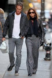 Cindy Crawford and Rande Gerber out a stroll in New York 2019/11/26 2