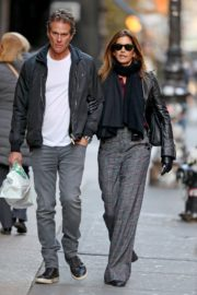 Cindy Crawford and Rande Gerber out a stroll in New York 2019/11/26 4