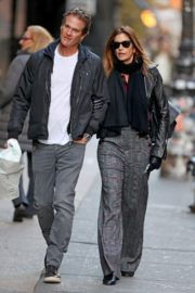 Cindy Crawford and Rande Gerber out a stroll in New York 2019/11/26 5