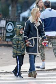 Claire Danes with her son out the day after Thanksgiving in New York 2019/11/29 5