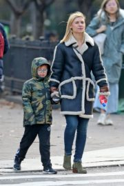Claire Danes with her son out the day after Thanksgiving in New York 2019/11/29 6