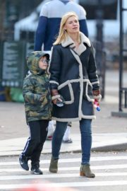 Claire Danes with her son out the day after Thanksgiving in New York 2019/11/29 7