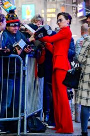 Daisy Ridley in red outfit arrives Good Morning America in New York City 2019/11/26 1