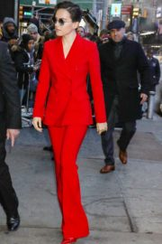 Daisy Ridley in red outfit arrives Good Morning America in New York City 2019/11/26 9