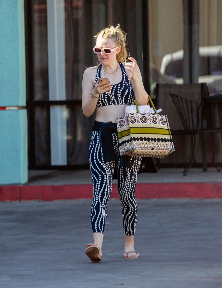 Dakota Fanning leaves after an exercise class in Los Angeles 2019/11/09 5
