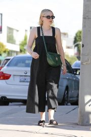 Dakota Fanning with her mom out and about in Los Angeles 2019/11/02 4