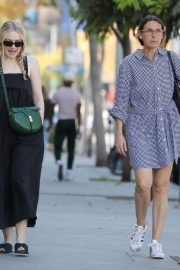 Dakota Fanning with her mom out and about in Los Angeles 2019/11/02 5