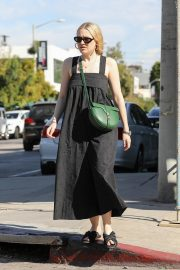 Dakota Fanning with her mom out and about in Los Angeles 2019/11/02 12