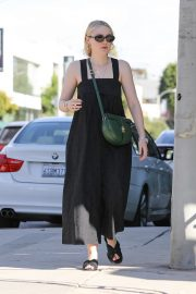 Dakota Fanning with her mom out and about in Los Angeles 2019/11/02 13