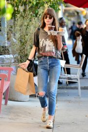 Dakota Johnson enjoys a coffee and snack run in Larchmont Village in Los Angeles 2019/11/06 6