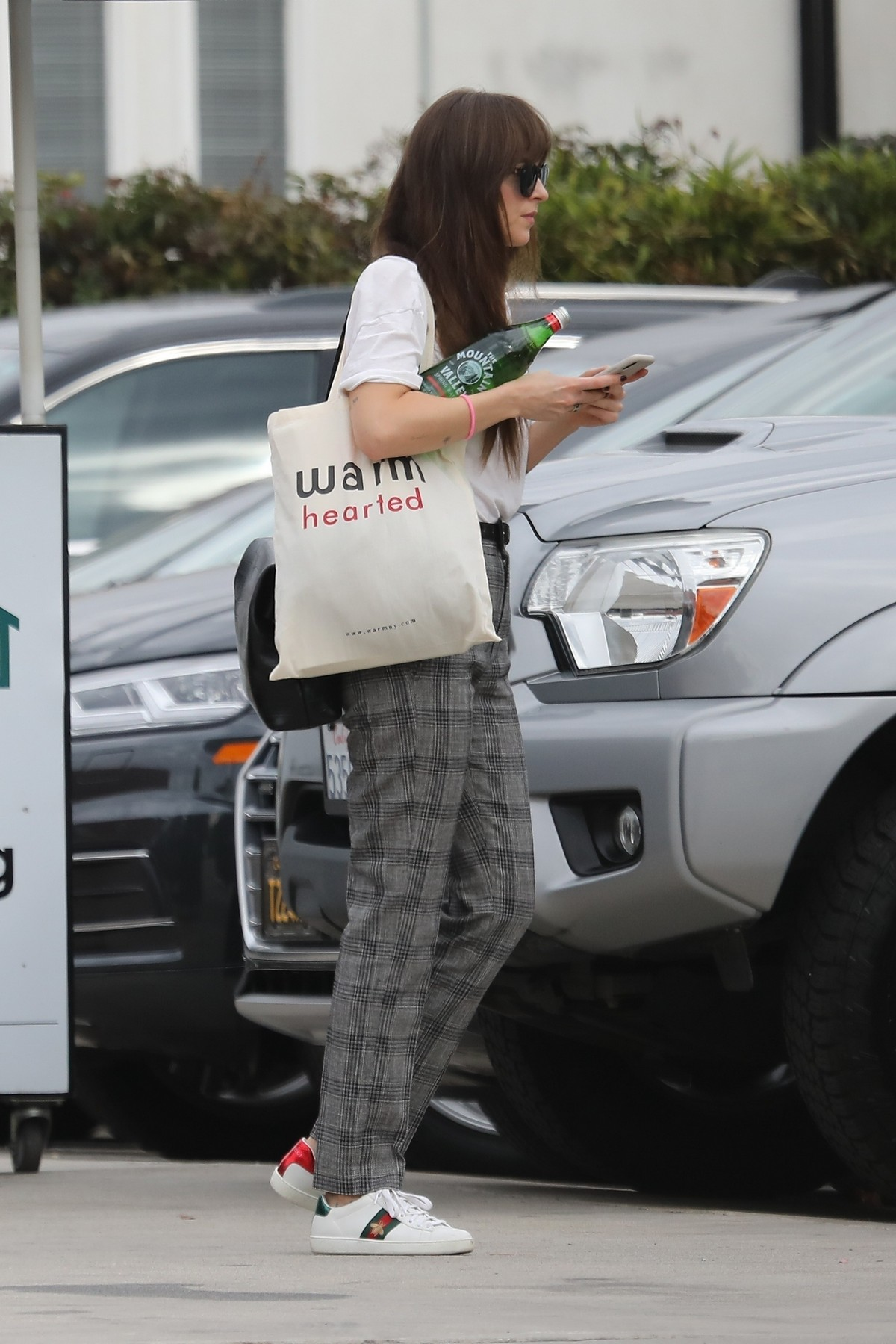 Dakota Johnson in White Loose Top and Check Pants Out in Santa Monica 2019/11/19 6