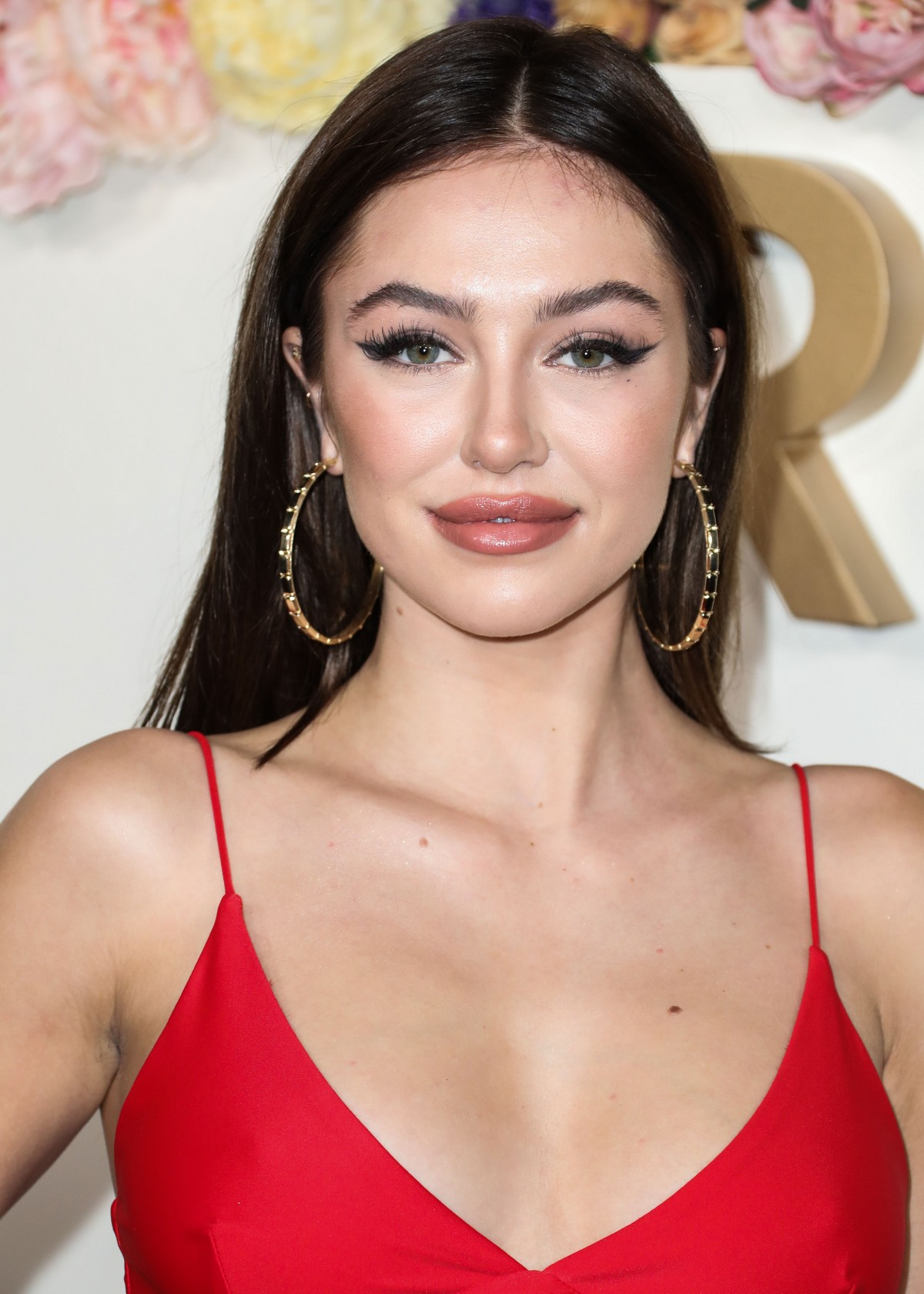 Delilah Belle Hamlin seen in Red Stylish Dress at 3rd Annual #REVOLVE Awards 2019 in Los Angeles 2019/11/15 7
