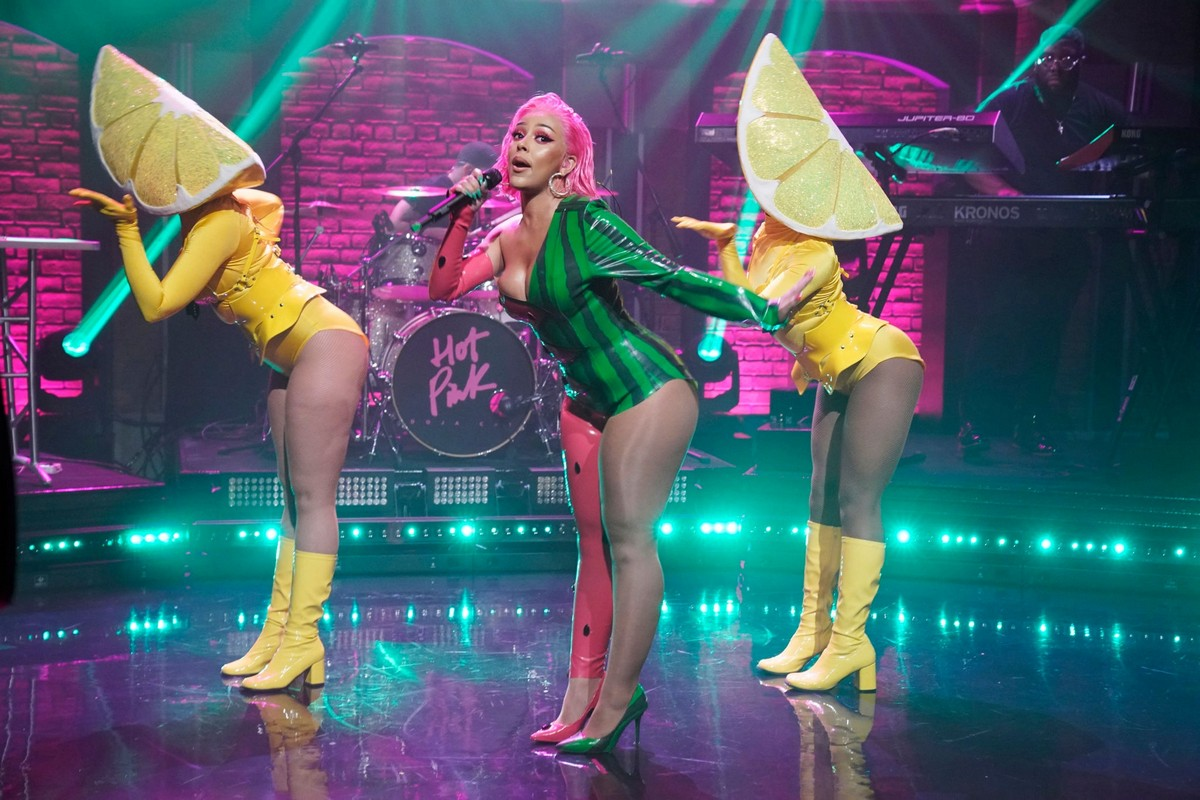 Doja Cat performs Late Night with Seth Meyers in New York City 2019/11/19 4