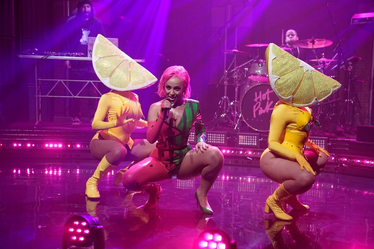 Doja Cat performs Late Night with Seth Meyers in New York City 2019/11/19 7