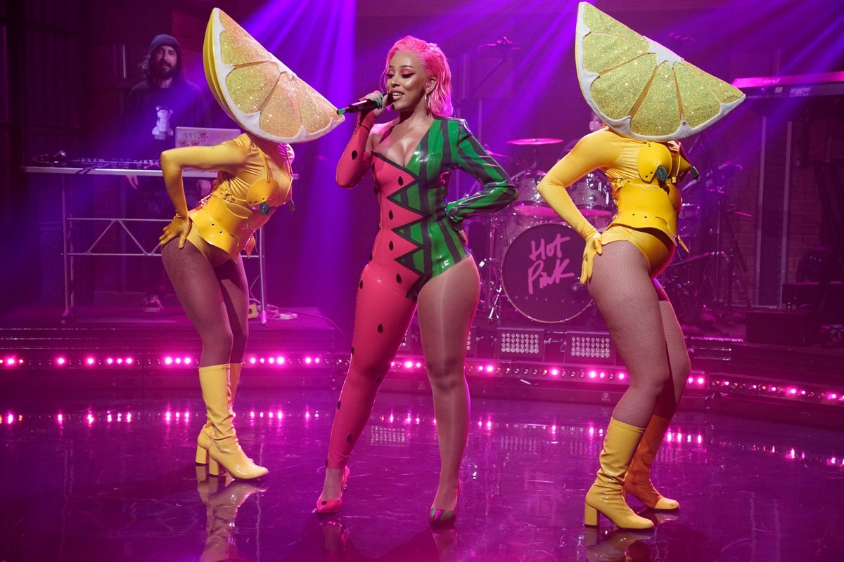 Doja Cat performs Late Night with Seth Meyers in New York City 2019/11/19 8