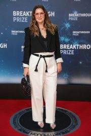 Drew Barrymore arrives 8th Annual Breakthrough Prize Ceremony in Mountain View 2019/11/03 1