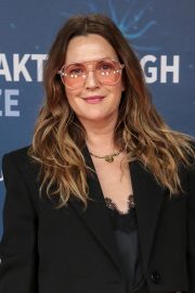 Drew Barrymore arrives 8th Annual Breakthrough Prize Ceremony in Mountain View 2019/11/03 3
