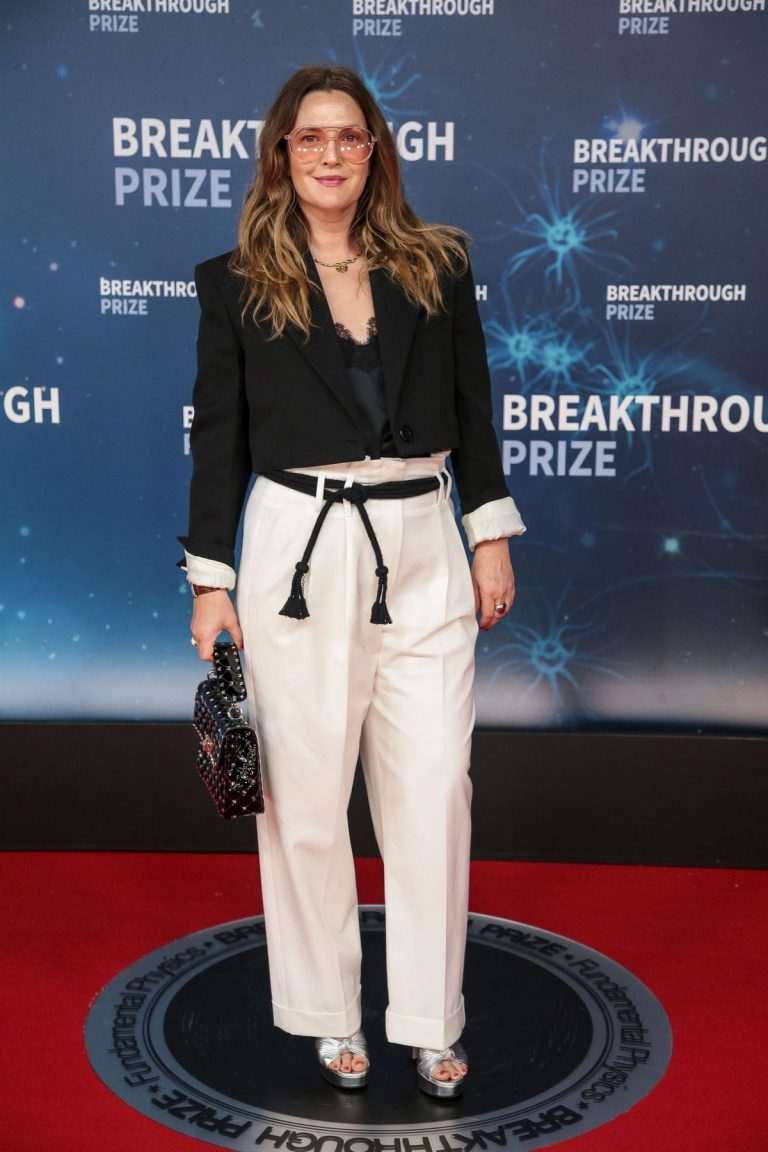 Drew Barrymore arrives 8th Annual Breakthrough Prize Ceremony in Mountain View 2019/11/03 4