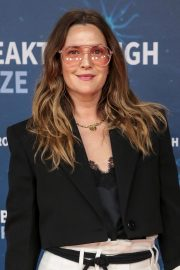 Drew Barrymore arrives 8th Annual Breakthrough Prize Ceremony in Mountain View 2019/11/03 5