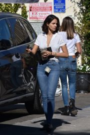 Eiza Gonzalez with friends in White Shirt and Blue Jeans Out in Studio City 2019/11/09 6