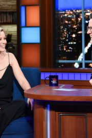 Elizabeth Banks attends The Late Show with Stephen Colbert in Manhattan 2019/11/05 1