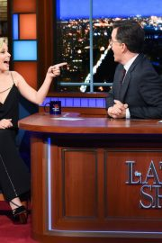 Elizabeth Banks attends The Late Show with Stephen Colbert in Manhattan 2019/11/05 2