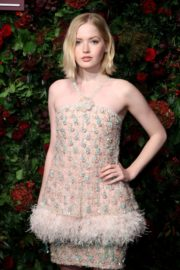 Ellie Bamber attends 65th Evening Standard Theatre Awards at the London Coliseum 2019/11/24 4