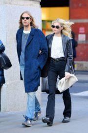 Elsa Hosk and Tom Daly out and about in SoHo, New York 2019/11/27 6