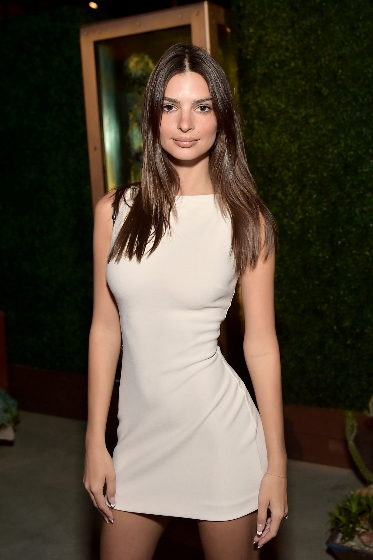 Emily Ratajkowski at GO Campaign's 13th Annual Gala at NeueHouse in Hollywood 2019/11/16 4