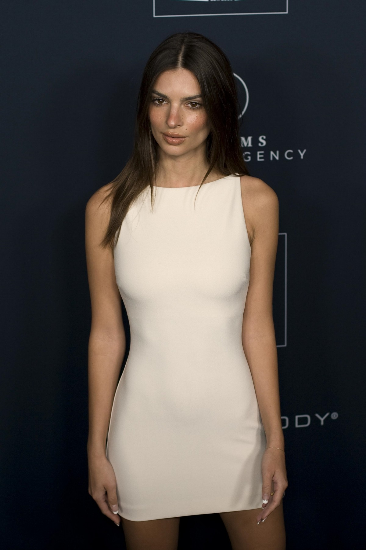 Emily Ratajkowski attends GO Campaign's 13th Annual Gala at NeueHouse in Hollywood 2019/11/16 2