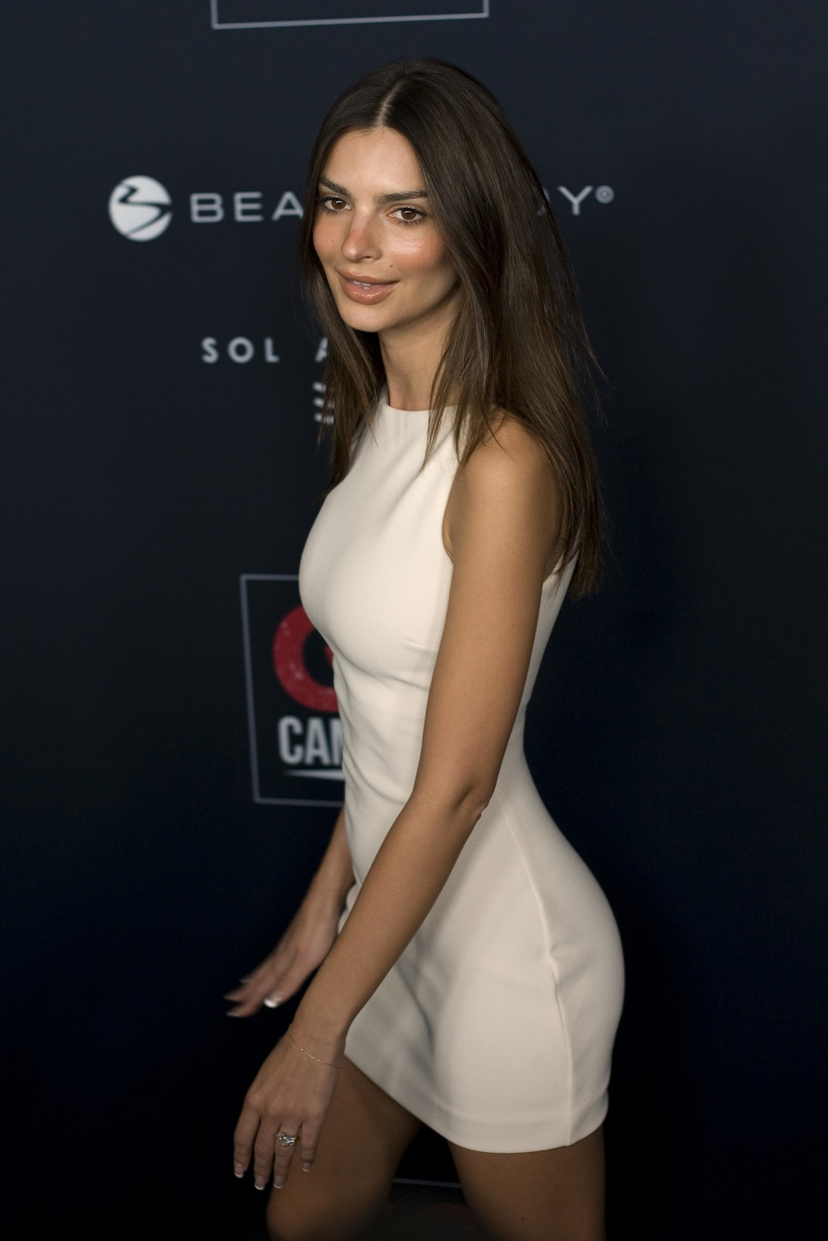 Emily Ratajkowski attends GO Campaign's 13th Annual Gala at NeueHouse in Hollywood 2019/11/16 3