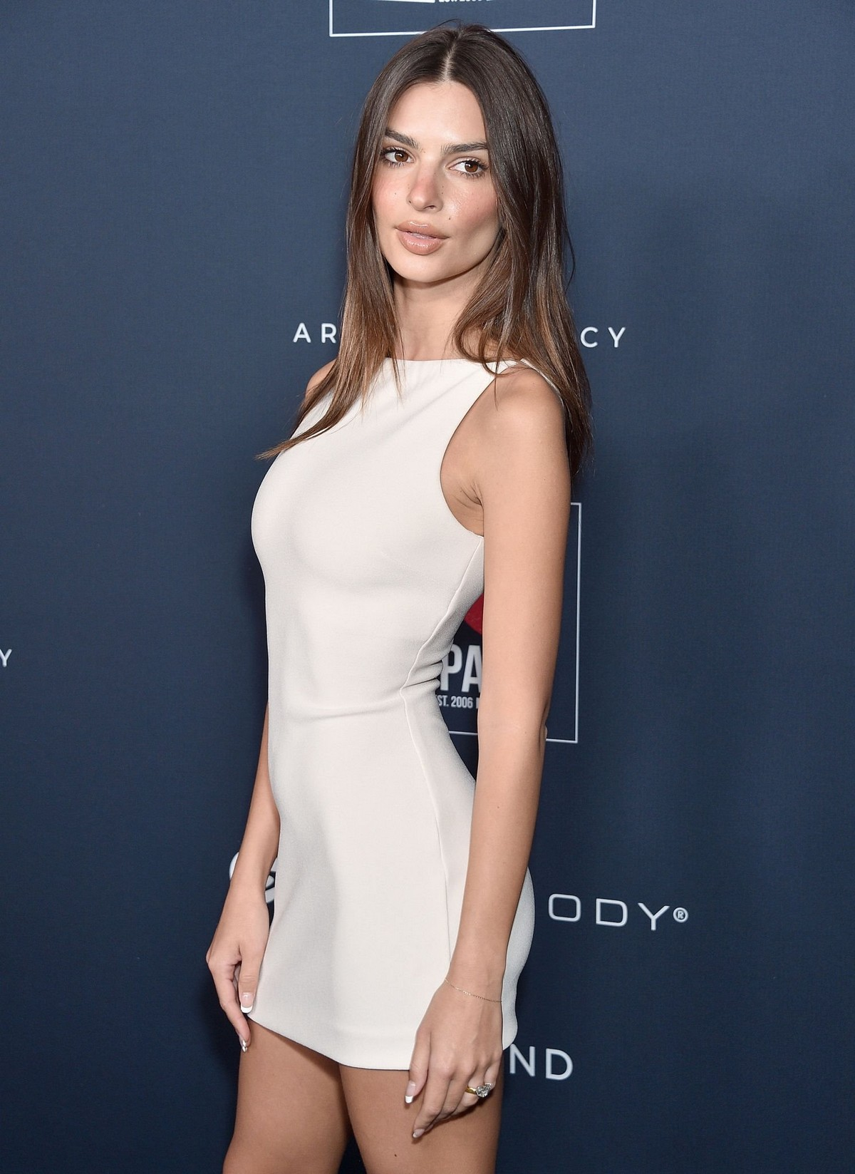 Emily Ratajkowski attends GO Campaign's 13th Annual Gala at NeueHouse in Hollywood 2019/11/16 14