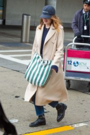 Emma Stone arrives at JFK Airport in New York 2019/11/27 1
