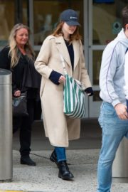Emma Stone arrives at JFK Airport in New York 2019/11/27 3