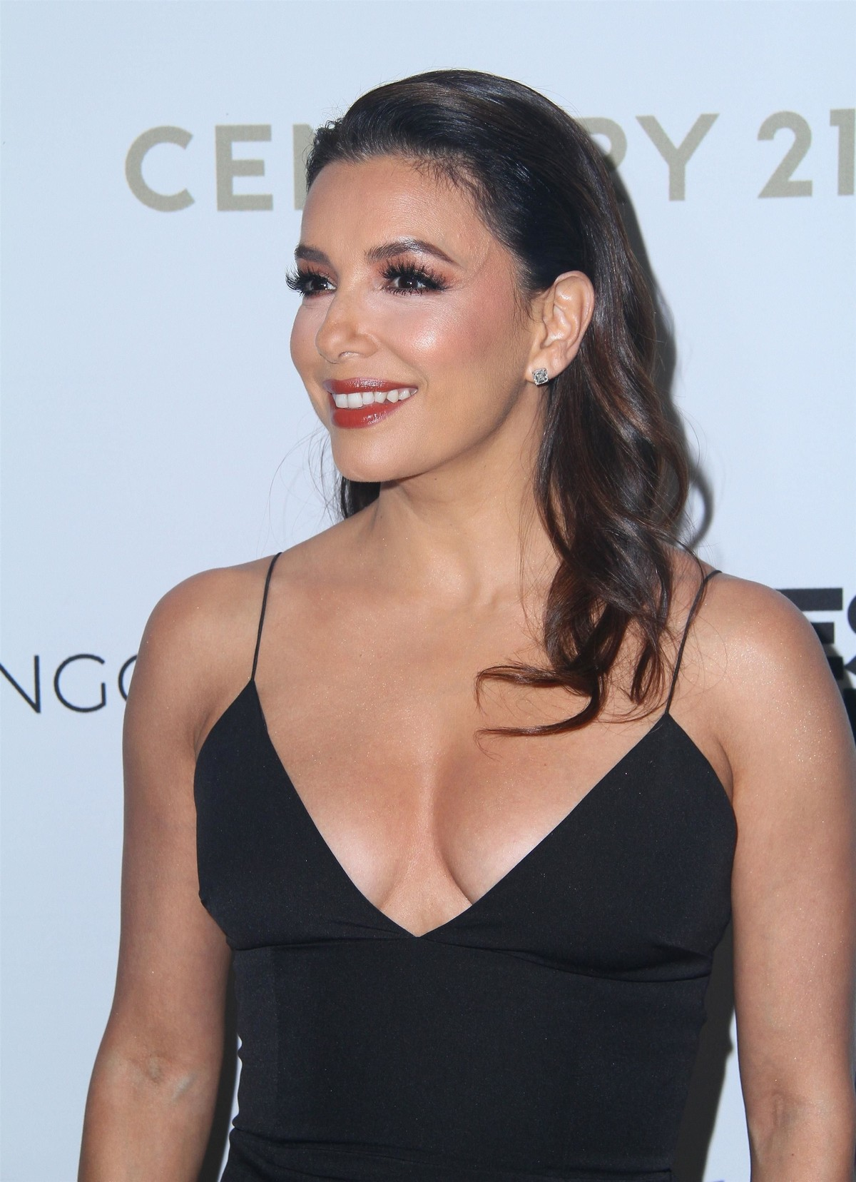Eva Longoria attends The Eva Longoria Foundation Gala at the Four Seasons in Los Angeles 2019/11/15 4