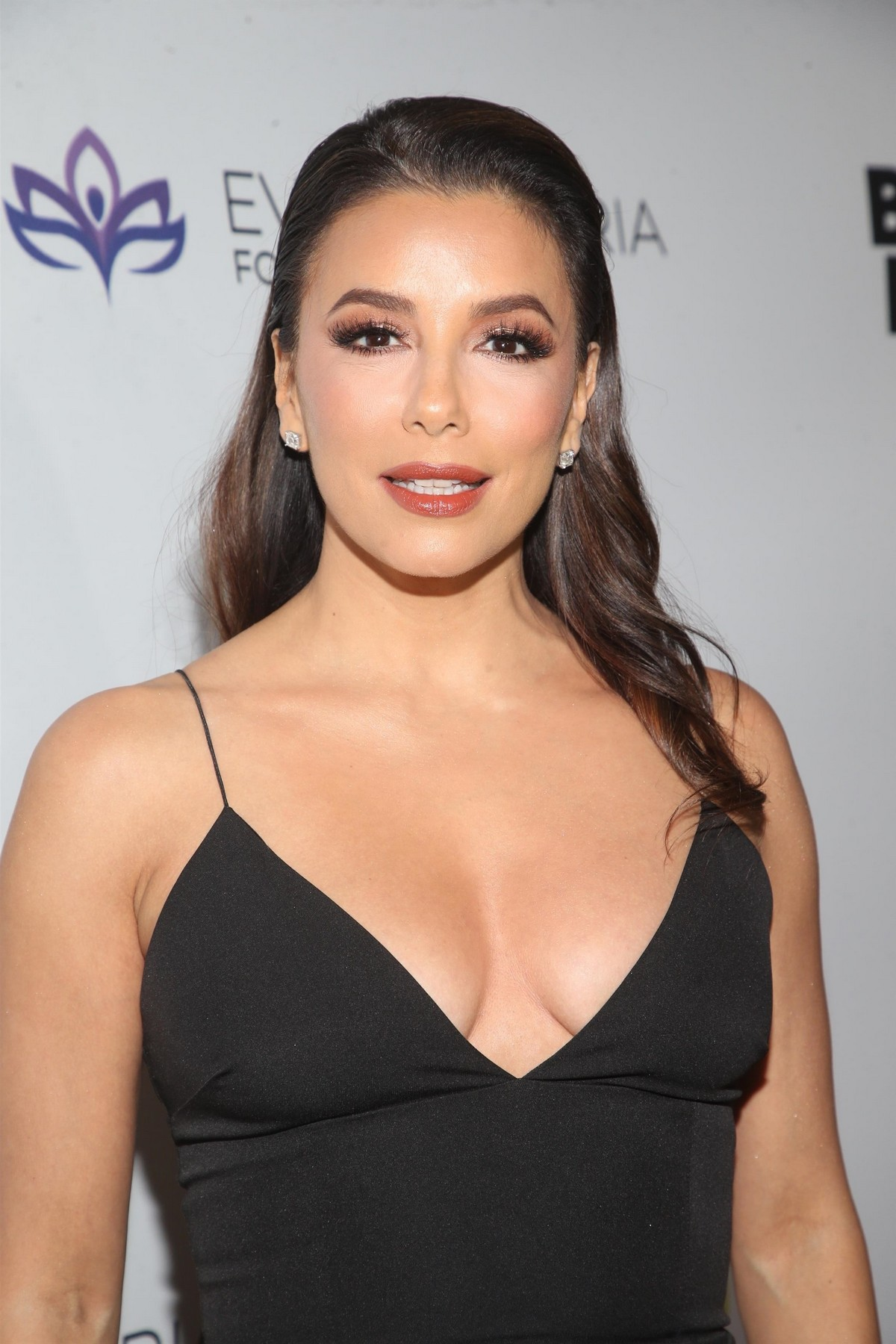 Eva Longoria attends The Eva Longoria Foundation Gala at the Four Seasons in Los Angeles 2019/11/15 6