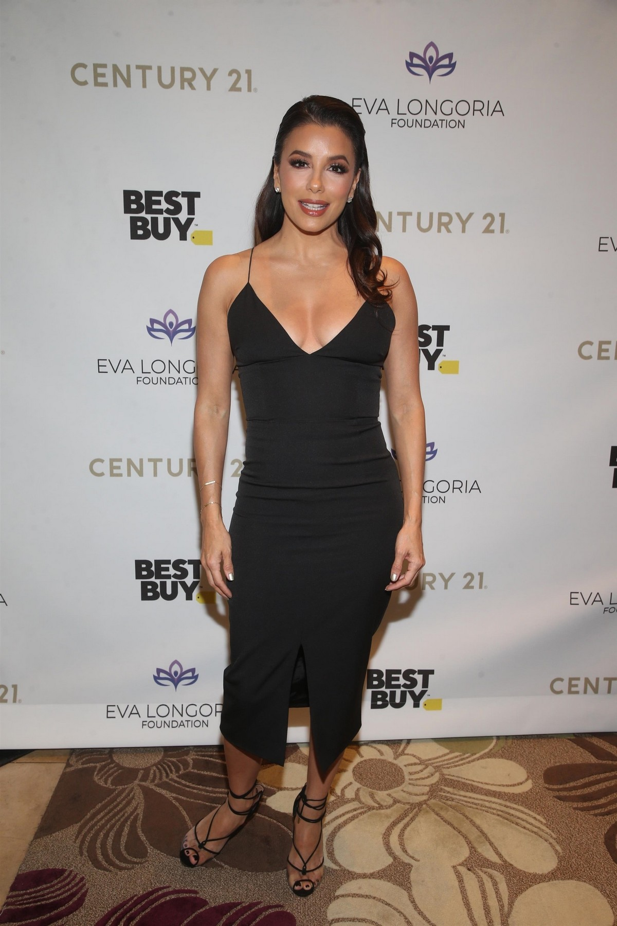 Eva Longoria attends The Eva Longoria Foundation Gala at the Four Seasons in Los Angeles 2019/11/15 8