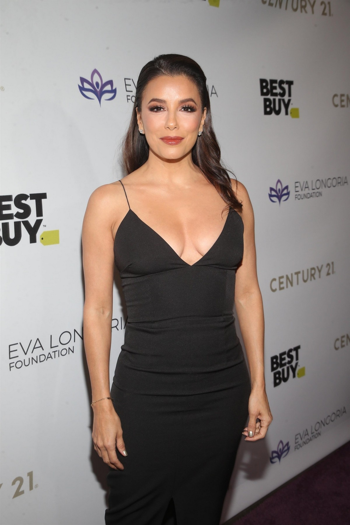 Eva Longoria attends The Eva Longoria Foundation Gala at the Four Seasons in Los Angeles 2019/11/15 9