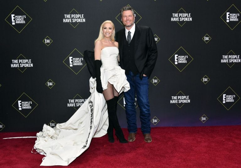 Gwen Stefani and Blake Shelton at 2019 E! People's Choice Awards in Santa Monica 2019/11/10 1